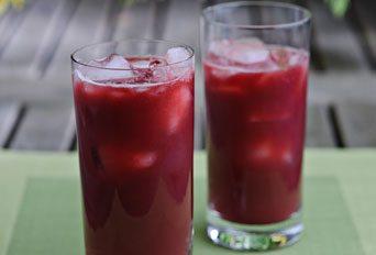 Beetroot, pomegranate & orange smoothie