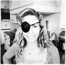 sheryl crow wearing an eye patch