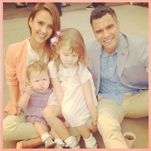 jessica alba posing with her family