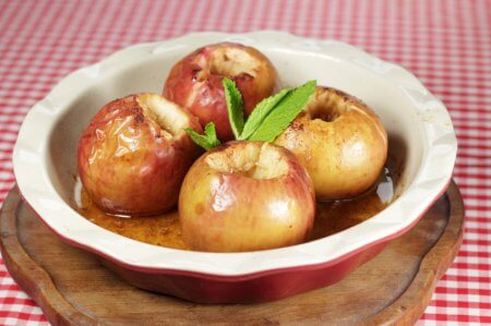 a dish of baked apples