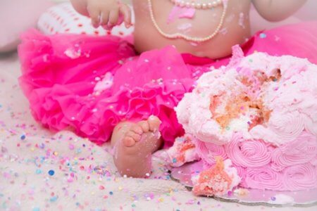 Cake smash tips to help you pull off a DIY photoshoot in your own backyard