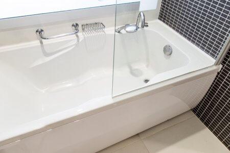 an empty bath tub