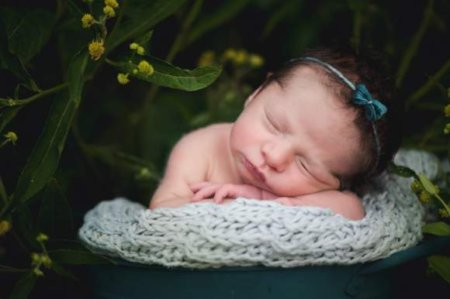 Baby names perfect for babies born in April come from flowers, the Easter holiday, spring weather, and more.